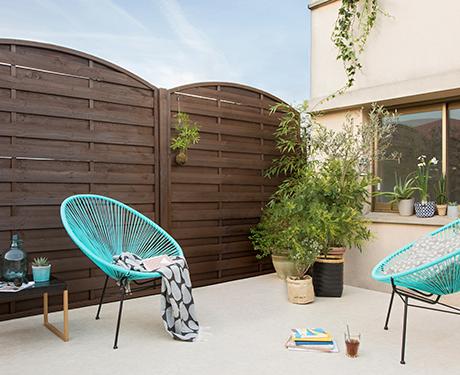 Dekoracja ogrodowej pergoli z zastosowaniem opryskiwacza